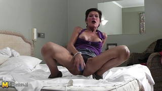 Mature Slut Mother Playing With Herself