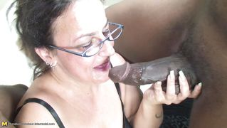 Hot Mature Loves Giving Blowjob To Black Cocks