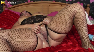Big Fat Mature Slut Mother Doing Herself