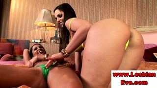 Sexy Lesbo Brunettes Sensual Foreplay
