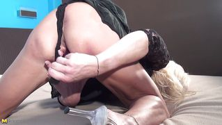 Mature Blonde Having Great Orgasm