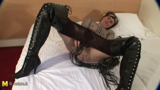 Kinky Amateur Mama Playing With Her Wet Pussy