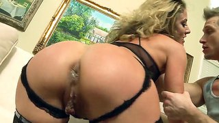 Bill Bailey Makes This Smoking Hot Babe Sheena Shaw Scream While Fucking Her Like A Pro