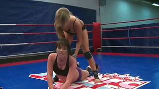 Two Hot And Horny Bitches Bijou And Jessika Lux Fighting On The Nude Ring
