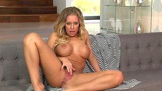 Nicole Aniston?s Shaven Pussy Shot Up Close