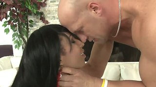 Stunning Shemale Honey Foxxx B G Gives Blowjob And Enjoys