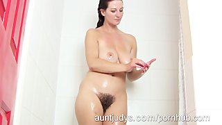 Super Hot Milf Vanessa Takes A Hot Shower