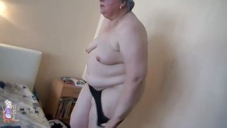 black haired fat granny masturbates