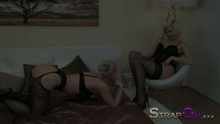 Strap-On Blondid Dildo