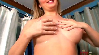 Amazing Big Pussy Lips Of Alexis Adams In Her Solo!