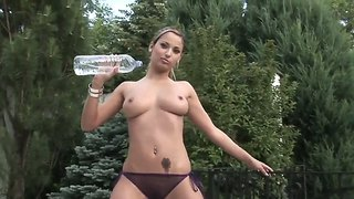 Beautiful Regina Strips Outdoors And Enjoys The Feeling Of Her Fingers Inside Her Cunt