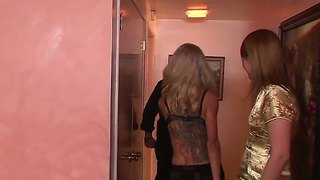 Hot Guy Gets First Experience Of Deepthroat Blowjob With Sexy Tranny Whore Juliette Stray!