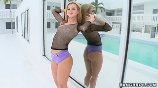 Jessie Rogers Shows Off Her Gorgeous Body