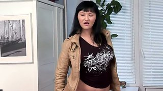 Horny Bitch Vanessa Vaughn Shows Her Big Natural Boobs And Masturbates