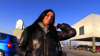 Kinky Vikky Swallowing A Big Yummy Pecker For Money