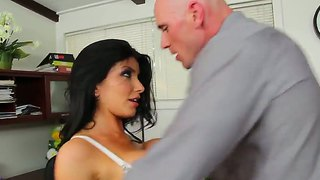 Crazy Fucker Named Johnny Sins Licks Romi Rain's Pussy And Gets A Very Nice Blowjob