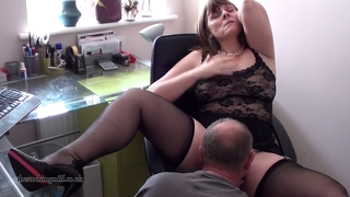 British Milf Performs On Webcam