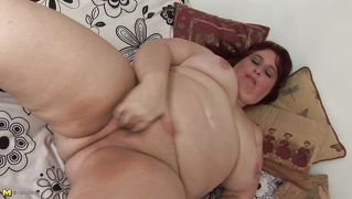 Fat Mature Masturbates Frenetically