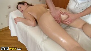 The Masseur Is Pounding Hot Chicks Hole