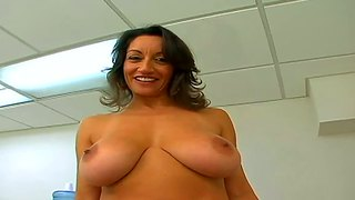 Attacking Hot Naked Milf And Making Her Scream Very Loud.