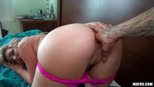 Big Hot Booty Vanessa Tries Anal
