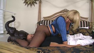 Hot Milf Mellanie Monroe Sucking A Dick And Fucking Hard On A Bed