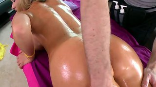 Nikki Sexx Gets A Oil Massage On Her Pussy!