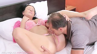 Mom Hd Busty Housewife Needs Her Pussy Licked