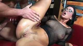 Sexy Simone Style Gets Her Wet Pussy Sucked By Her Guy And Later Pussy Fucked In Her Wet Cunt