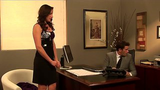 Samantha Ryan Wants To Fuck With Her Boss In Office