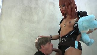 A Tranny Police Officer Gets Her Cock Sucked