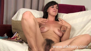 Liandra Dahl Gets Her Very Hairy Pussy Off