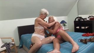 Old Dykes Eat Pussy @ Lez Be Grannys 2