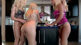 Enjoy Wild Lesbian Orgy With Jazy Berlin, Jessica Lynn ,lux Kassidy And Sammie Rhodes