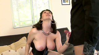 Amateur Video About Sex In The Office By Ally Jordan And Rayveness.