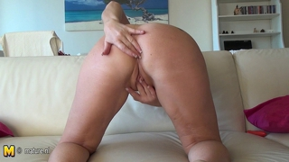 Mature Cunt Masturbate On The Couch