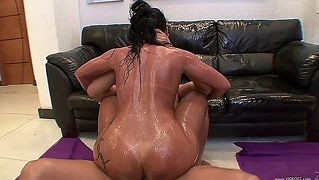Awesome Babe Oiled And Hardcore