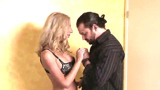 Hot Tranny Juliette Stray Starts Giving A Head