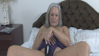 April Thomas Fuckers Her Pussy With Hair Brush